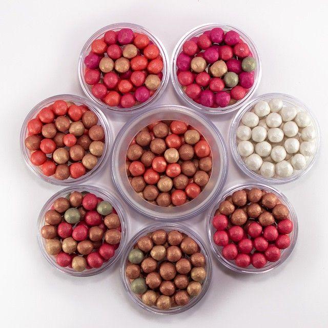 Perlas Colorette• Tu esencia viene en distintos colores. Ocho referencias, cada una con distintas combinaciones de colores que se adaptan a cualquier tono de piel.