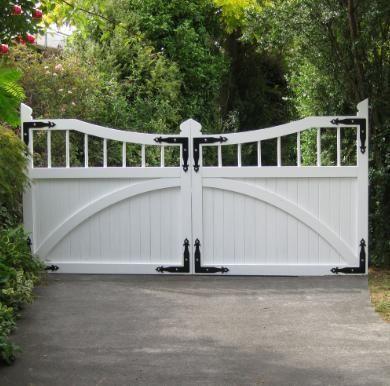 Wooden driveway gates in Christchurch NZ