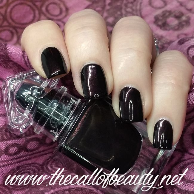 The Call of Beauty: Nail Swatch: Guerlain La petite Robe Noire Le Vernis #007 Black Perfecto