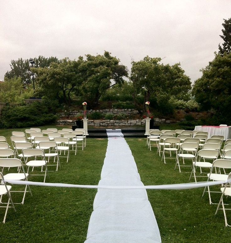 Wedding Ceremony in the Lakeside Garden at the Holiday Inn Kingston Waterfront #ygk