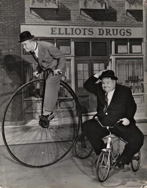 Stan laurel oliver hardy on bicycles air raid wardens vintage dbl wt photo