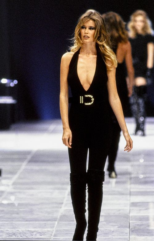 Claudia Schiffer lors du défilé Versace automne-hiver 1990-1991