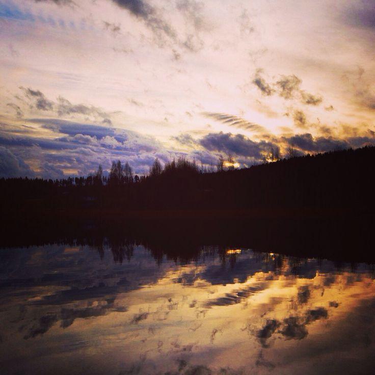 Vacker solnedgång vid vår lilla sjö