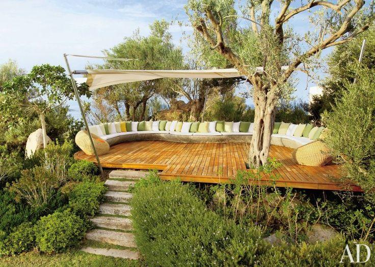 Terrasse pour un moment de détente avec une impression de suspension au dessus de l'eau