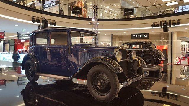 Mercedes-Benz 200 - W21 (1936) in Arkády Pankrác Prague  #prague #travel #car #exhibition #show #mercedesbenz #mercedes #old #oldcar #pankrac #Arkady #interior #galaxys6