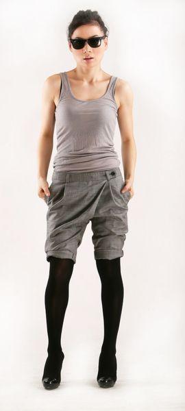 unsymmetrische, grau karierte Hose von Ella-Lai auf DaWanda.com