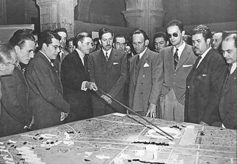 20 de noviembre de 1952, el presidente Miguel Alemán Valdez, inaugura la Ciudad Universitaria, proyecto de Mario Pani y Enrique Del Moral, con murales de Rivera, Siqueiros y O' Gorman, considerada un conjunto ejemplar del modernismo del siglo XX . 1 de 4