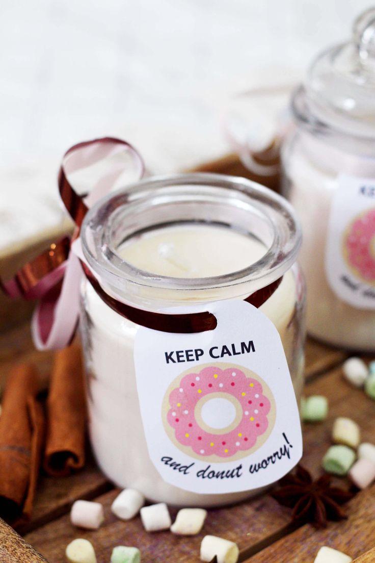 Weihnachtliche Duftkerzen mit Zimt und Schoko Duft im Glas Selbermachen + Kostenloses Donut Printable. Das ganze DIY Tutorial gibt's auf meinem Blog!