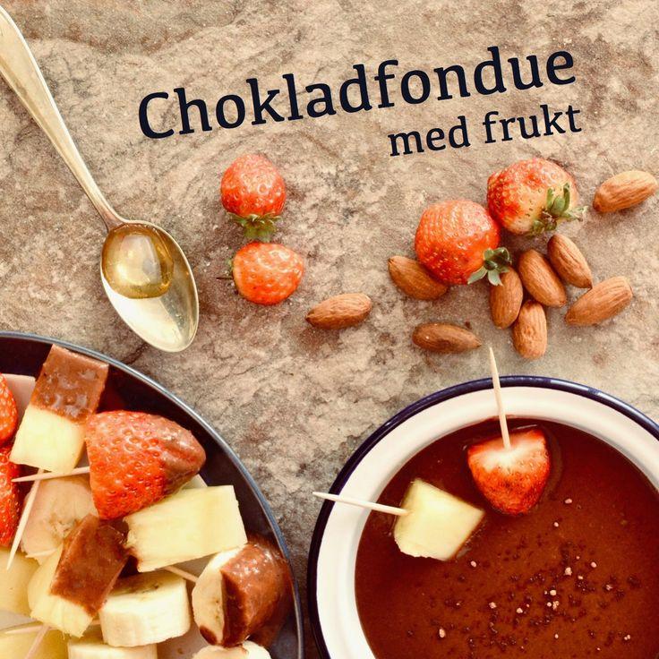 Chokladfondue med frukt. 💚 Receptet finns i meny 16.  www.allaater.se
