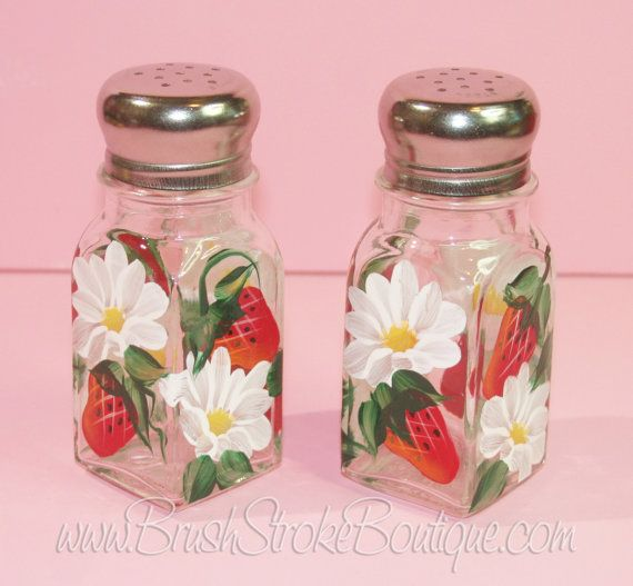 Shown with NO Glitter.  Each set of salt & pepper shakers is individually hand painted and may vary slightly from the pictures listed. Since