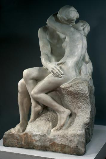 """""""Le baiser"""" sculpture en marbre d'Auguste Rodin (1840-1917). Le Baiser représentait à l'origine Paolo et Francesca, personnages issus de La Divine Comédie. Détail : http://www.musee-rodin.fr/sites/musee/files/styles/oeuvre_rightpicture/public/resourceSpace/1_21b3ec473c490d9.jpg"""