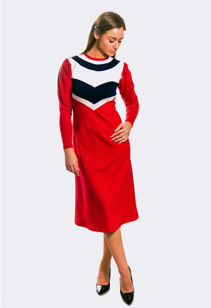 """""""О тебе расскажет твое платье...."""" Очень важно как Вы себя чувствуете, надев тот или иной наряд, в одежде от @Miramoda.store будьте уверены в своем очаровании и неповторимости. Для создания наших нарядов мы используем исключительно лучшие ткани известных фабрик Италии, Франции, Великобритании. Наша чудесная новинка ждет Вас! В наличии все размеры с 42 по 48 (возможен заказ пошива больших размеров). Бесплатная доставка с примеркой по Москве! Заказ в viber или по телефону: +79062115541…"""
