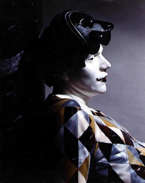 """Nel 1995 partecipa alla mostra """"Exhibition of Contemporary Sculpture/Bronze & Stone"""", al centro culturale L. Russo di Pietrasanta"""