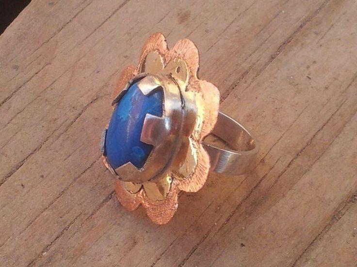 anillo de cobre , bronce plata  y lapislazuli