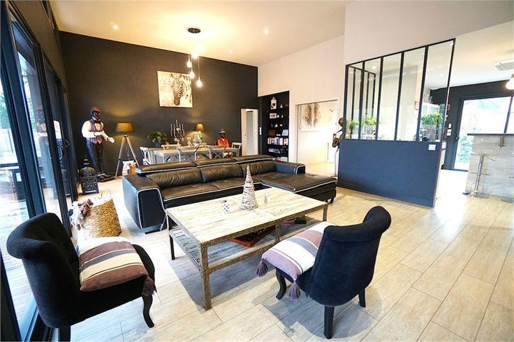 Maison contemporaine de 178 m² à vendre chez Capifrance à Cazaux.     Sublime villa, située dans un quartier calme entourée d'une forêt de pins.    Plus d'infos > Thomas Darnauzan, conseiller immobilier Capifrance
