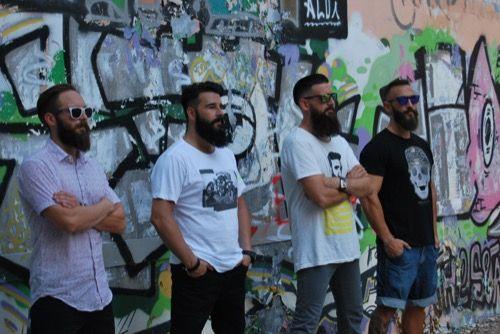 Cuatro hombres barbudos ||  Compartimos una pequeña selección de fotos realizadas por Pau Berenguer para The Bearded Man Company: los protagonistas, cuatro barbudos de pro ;)  #barbas #beards #beardedman