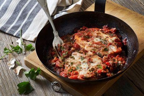 Συναγρίδα με ντομάτα στο φούρνο