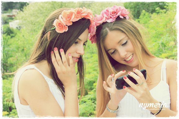 Campaña Friends and Roads SS '14 de la marca de accesorios Nymeria - Vinchas de flores - Vinchas con Flores - Flower Crown - Flower Headband #friends #roads