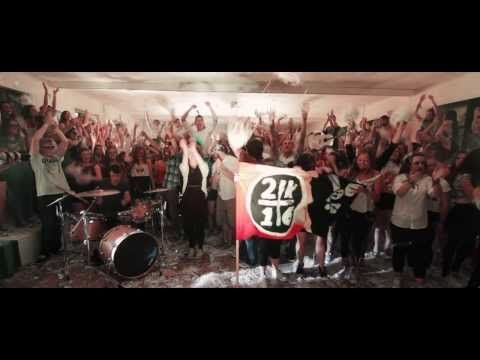 "▶ Macklemore & Ryan Lewis - ""Cant Hold us"" as Gaeilge (and, yes, it's Ben and Ryan at the start!)"