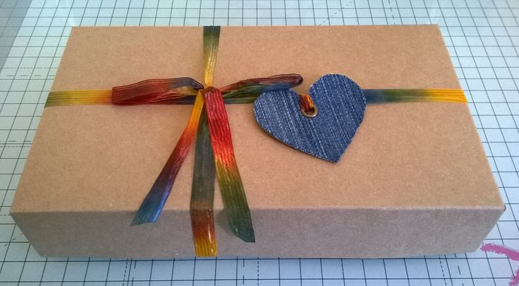 Box and gift tag for book mouse set