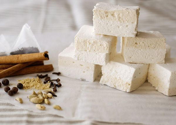 Chai Latte Marshmallows recipe - Sweet, spicy, and creamy. If you like the drink, you will love these. #dessert #sweets #marshmallows