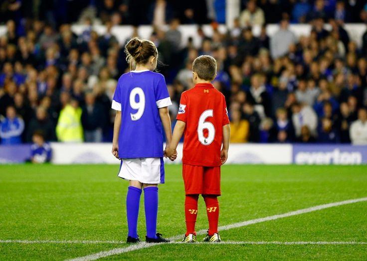 Everton pays tribute to Hillsborough victims.