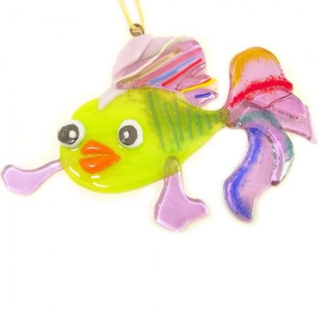 Prachtige glazen vis van speciaal groen en lila-paars glas. Eenmalige hanger uit eigen atelier! Fused Glass Goldfish made of bullseye art glass €24,95 www.glashangers.nl