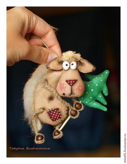 Новый год 2015 ручной работы. Ярмарка Мастеров - ручная работа Овечка, почти Долли, с ёлкой.... Handmade.