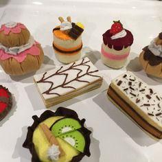Lot 8 gâteaux en feutrine fait main, dinette pour enfant,tarte ,religieuse,mille feuille,napolitain,dînette en feutrine