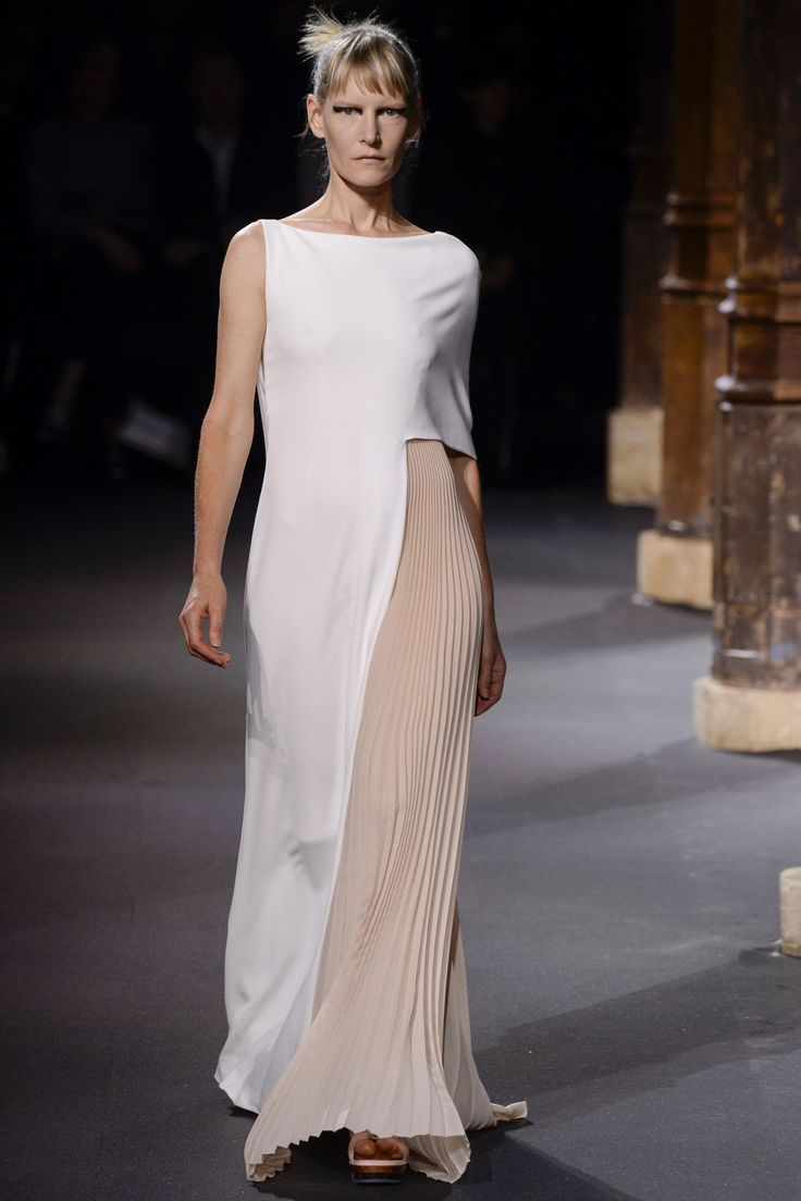 http://www.vogue.com/fashion-shows/spring-2016-ready-to-wear/vionnet/slideshow/collection