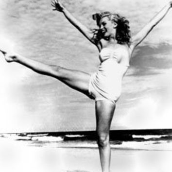Marilyn Monroe Swimsuit on Beach - 11x14 Photograph High Quality:Amazon:Collectibles