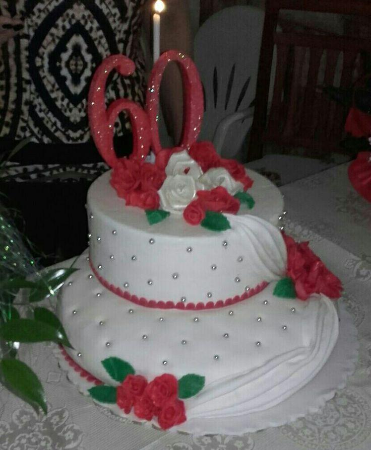 torta in pasta di zucchero per 60 anni