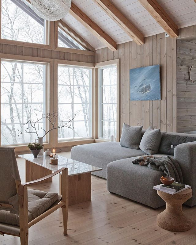 Her You can feel the connection with the nature outside... #hytteliv #mountaincabin #cabin #hytte #view #view #2athomeno #bobedre #scandinaviandesign #nordicliving #hygge