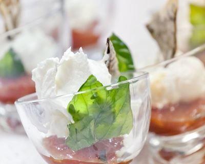 Verrine apéritive à la fondue de tomates et mousse de concombre