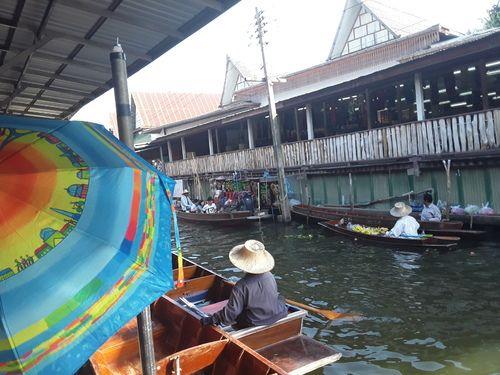 Parapluies au marché