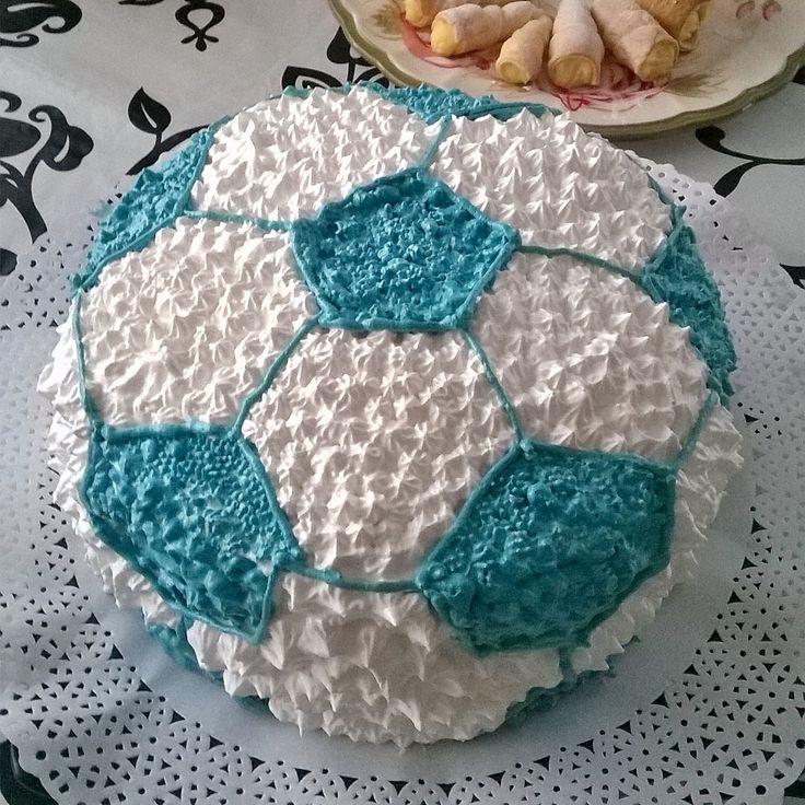 Torta pelota de futbol,mil hoja merengue