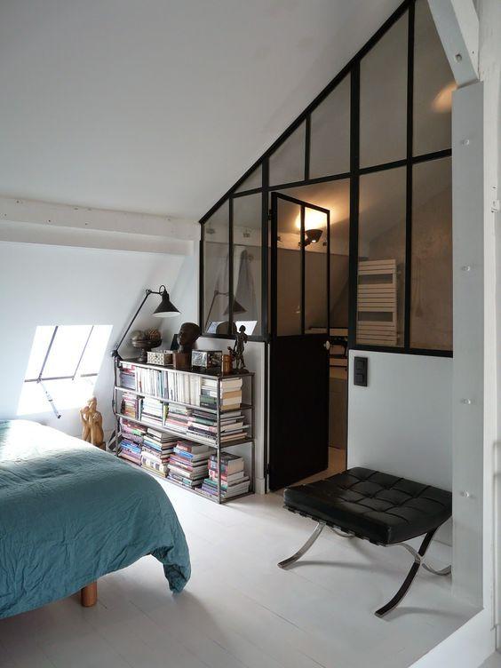Verrière sous pente sur mesure entre la chambre et la salle de bain http://www.homelisty.com/verriere-interieure/