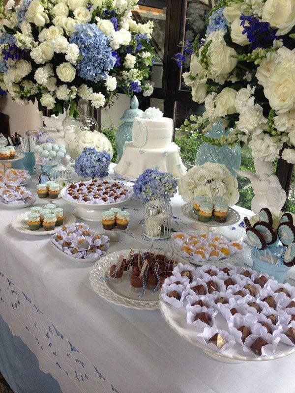 Batizado branco e azul - Mesa de doces - ( Bolo e doces: Sweet Carolina )