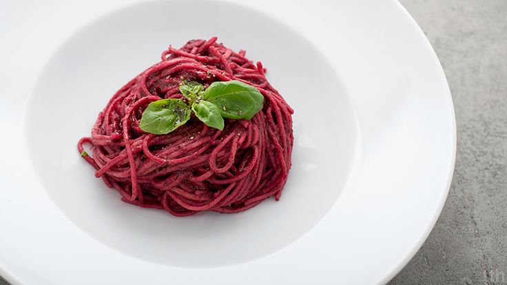 Spelled spaghetti with beet pesto