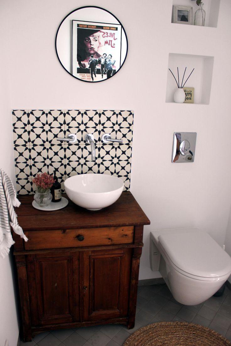 The Combination Of Moroccan Tiles And Old Style Washbasins Gastebad Waschtisch Waschbecken Unterschrank Waschbecken