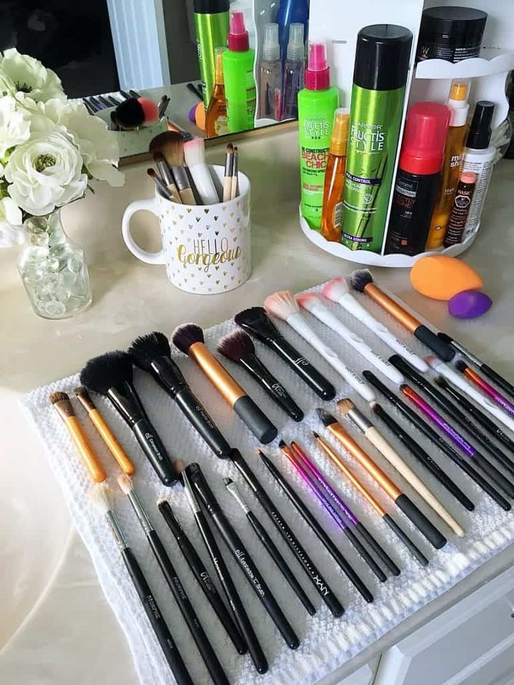 How to Clean Makeup Brushes {The Easy Way} in 2020 How