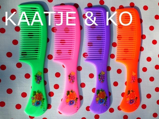 Cute!! Kammen met retro bloemendessin in 4 kleuren.