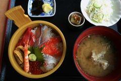 宮崎は海の幸の宝庫魚乃里ぎょれん丸は1階に鮮魚海産物の直販売所があって2階には海の幸を堪能できる食事スポットです 海鮮丼がうまい( )vセットなのでかなりお腹いっぱいになりますよ 旬の魚を使ったメニューも期間限定で登場します いまの目玉はマグロのソースカツ定食などなど 季節ごとに美味しいものを食べられるのが魅力ですよね ぜひぎょれん丸をご利用ください  ぎょれん丸Facebookページ http://ift.tt/2rtLZBo tags[宮崎県]