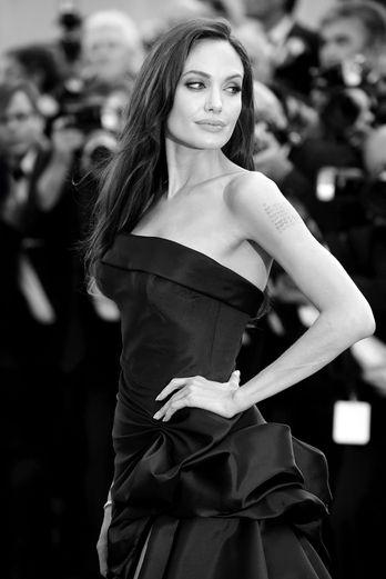 """Анджелина Джоли (Angelina Jolie) на показе фильма """"Древо жизни"""", Каннский кинофестиваль, 2011 г."""