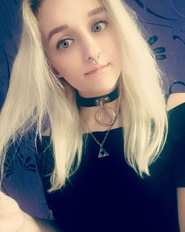 Instagram media by jodiebanner - My eyebrows are somewhat even ✌ #silverhair #girlwithpiercings #piercings #septum #medusa #greeneyes #green #eyes #allblackeverything #black #choker #goth #girl #gothicstyle #alternativegirl #altgirl #triforce #nerd