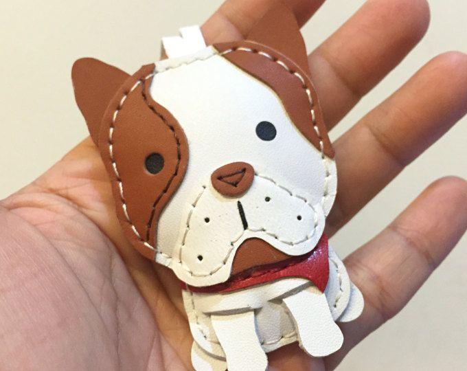 Tamaño pequeño - Marco el encanto de cuero del zurriago de Bulldog Francés (blanco / marrón)