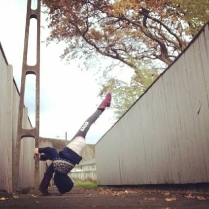 Follow @kapihuria on instagram for stretching, yoga, circus and art!