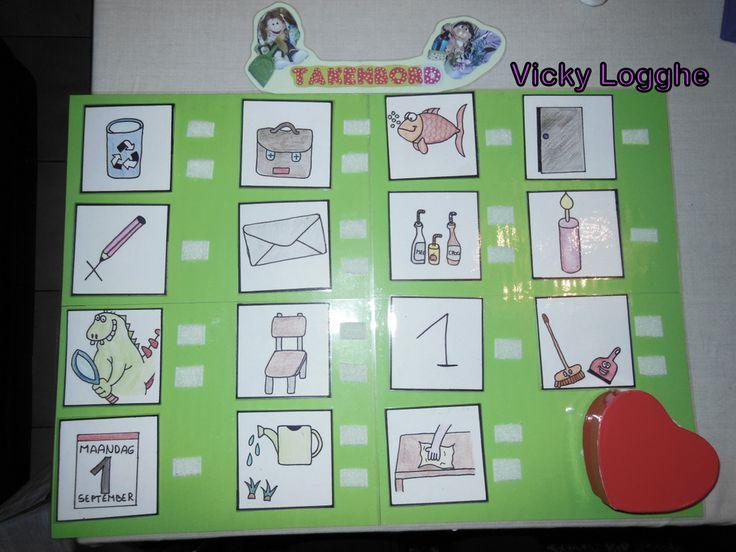 DIY Takenbord voor in de klas Een licht doosje kan eveneens bevestigd worden met velcro waarin de symbooltjes zitten (geen zoektocht achter de symbooltjesdoos!) Je kunt het ook dichtplooien. en het doosje aan de achterzijde bevestigen.