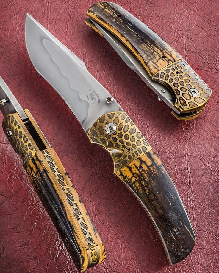 Have you ever seen brass look so contemporary? That's the work of Bob Ohlemann @rangermadeknives. ____________ #bladeshow2016 #knifepics #knifephoto #sharpbycoop #knives #knifenut #knifestagram #knifecommunity #knifeporn #knifecollection #allknivesdaily #customknives #everyday_tactical #grailknives #photooftheday #picoftheday #dailybadass #everydaycarry #edcknife #grailknife #allknivesdaily #luxury