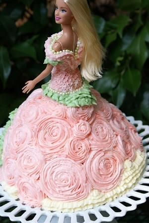 Barbie Doll Cake by rosiete